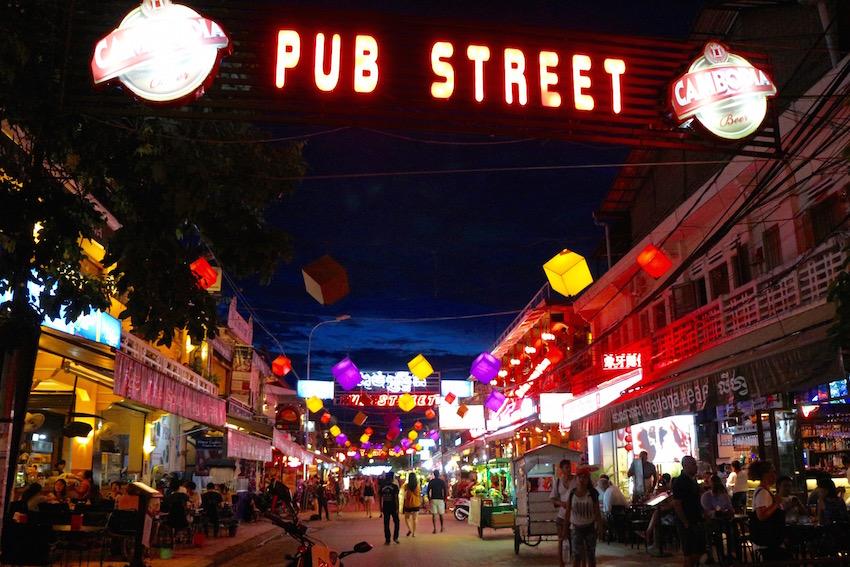 シェムリアップの夜はパブストリートへGO!!