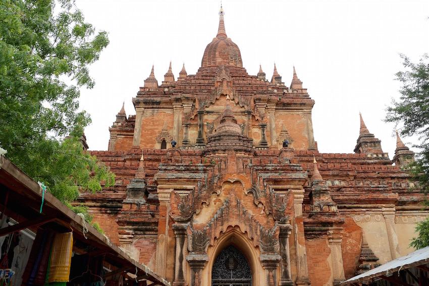 バガン遺跡「ティーローミンロー寺院」荘厳な3層構造の大寺院