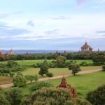 バガン遺跡「タビィニュ寺院」バガン平原に雄大に聳える寺院