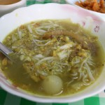 【Myaung Mya Daw Cho Family】朝食限定!ミャンマー料理「モヒンガー」専門店(Yangon/ヤンゴン)