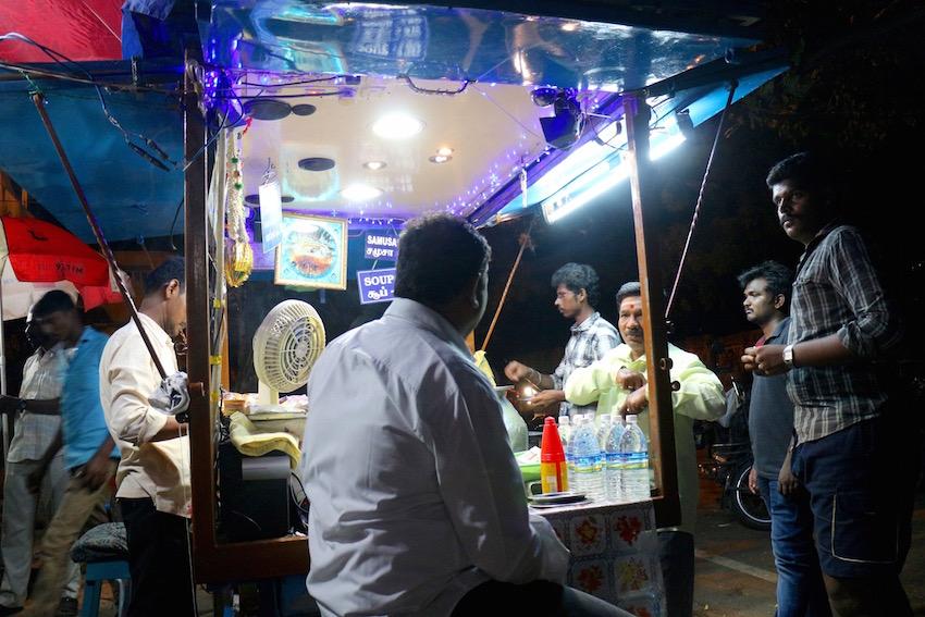 ポンディシェリで見つけた南インドのスープ「サンバル」の人気屋台