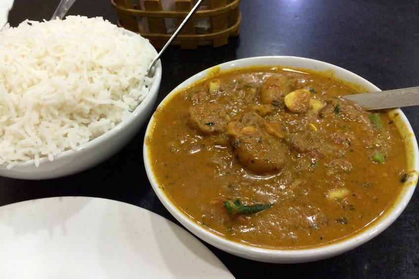 【Hotel Sealord】大盛り!美味しすぎるエビカレー(Chennai/チェンナイ)