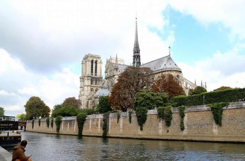 「ノートルダム大聖堂」パリ中心部にある聖母マリアに捧げられた大聖堂