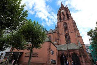 「聖バルトロメウス大聖堂」フランクフルト旧市街に聳える大聖堂